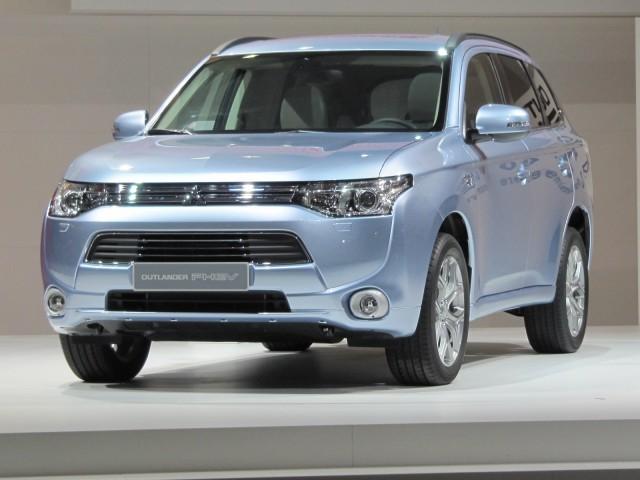 mitsubishi-outland-plug-in-hybrid-2012-paris-motor-show_100403699_m