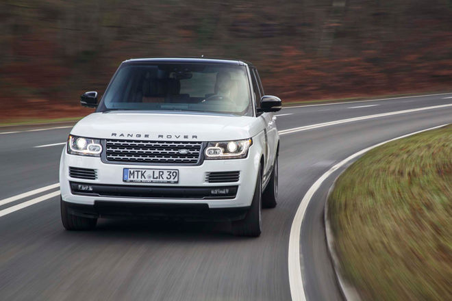 2017-Land-Rover-Range-Rover-SVAutobiography-Dynamic-front-end-in-motion-2